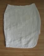 Biała spódnica z wycięciem