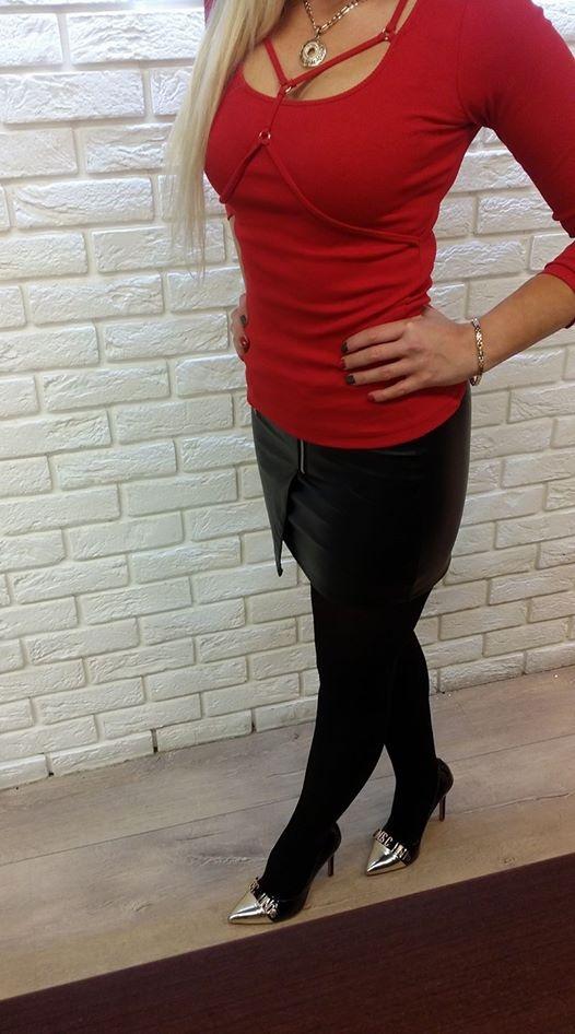 Codzienne Modna bluzka ze strapsami i mini eko spódniczka