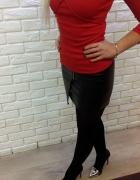 Modna bluzka ze strapsami i mini eko spódniczka