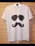 szara luźna koszulka z nadrukiem DIY okulary wąsy