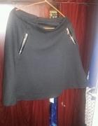 Nowa spodniczka z zamkami...