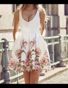 Betty m sukienka z kwiatami rozkloszowana xs