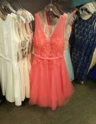 pięknie zdobiona sukienka z tiulem rozmiar L 40