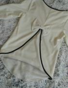 Biała bluzka ze ślicznym tyłem