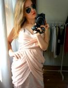 Sukienka pudrowy róż Lipsy