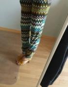 luźne kolorowe spodnie