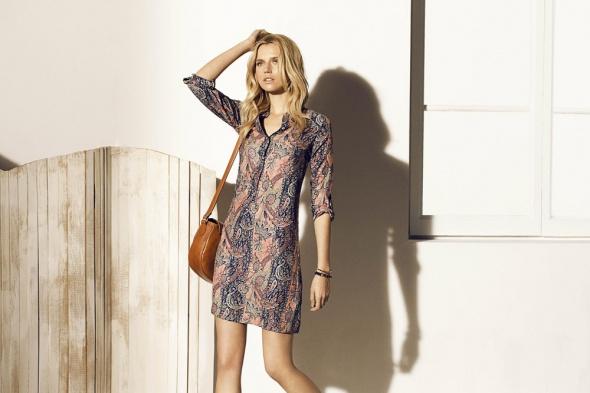 Wzorzysta sukienka Massimo Dutti...
