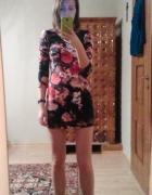 Sukienka mini z kwiatowym z zamkiem