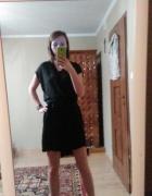 Czarna sukienka z zakładką