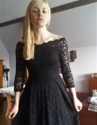 Czarna błyszcząca sukienka Orsay studniówka wesele