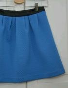 Niebieska spódnica pikowana