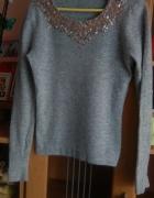 Szary sweter z cekinkami