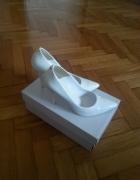 Białe lakierowane szpilki ZEBRA