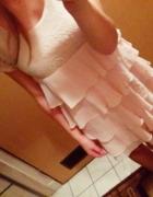 Piękna sukienka z falbankami