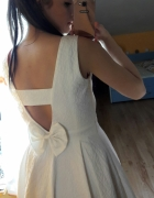 sukienka wycięcie