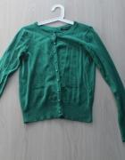 zielony sweterek z kokardką i wcięcie z tyłu