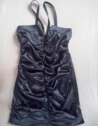 Satynowa krótka czarna sukienka zamek
