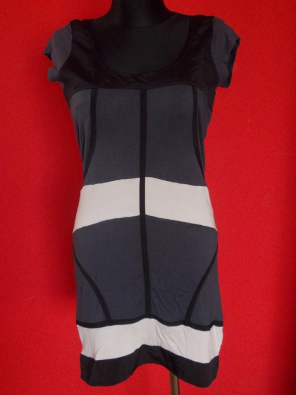 Suknie i sukienki Asos modna sukienka 40
