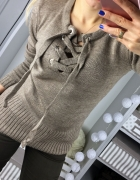 sweter lace up