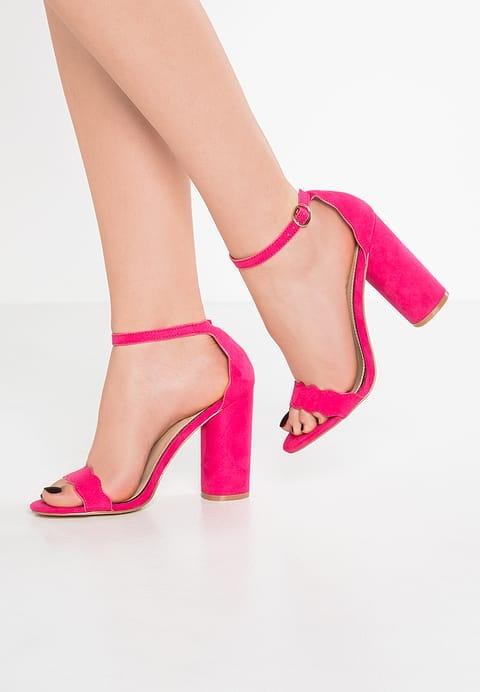 Sandałki w kolorze fuksji