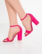 Sandałki w kolorze fuksji...