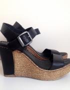 Skórzane sandały na koturnie Lasocki 39