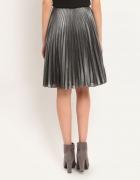 Plisowana srebrna spódnica...
