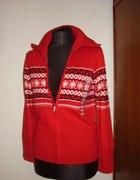 czerwony rozpinany sweterek