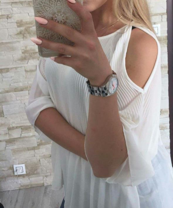 Biała luźna bluzka oversize
