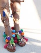 ALAMEDA TURQUESA sandałki z pomponami
