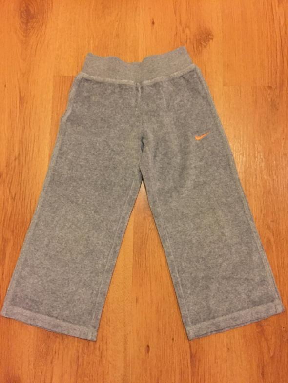 Spodnie i spodenki Spodnie dresowe Nike rozmiar 5 6 lat