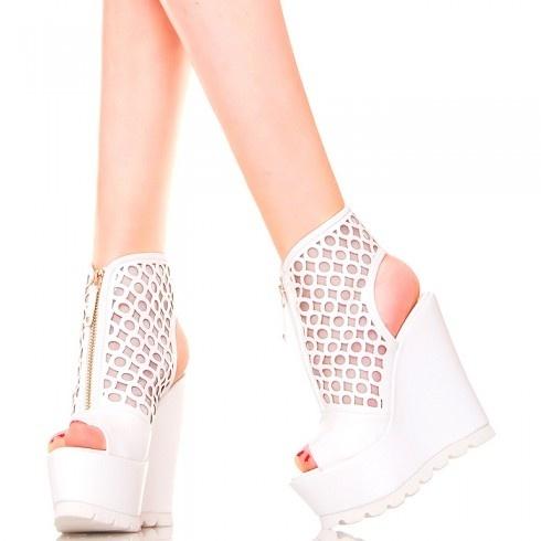 Botki białe sandały