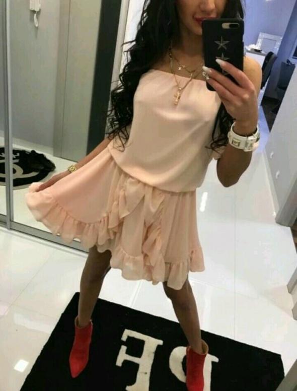 Eleganckie Elegancko sukienka paparazzi czerwone szpilki