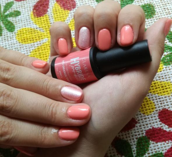Paznokcie Letnie paznokcie w kolorze brzoskwinki