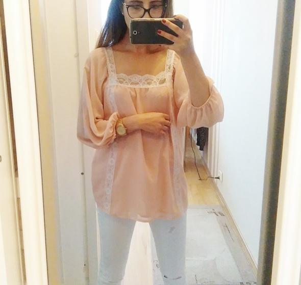 Blogerek Zwiewna bluzka z koronką