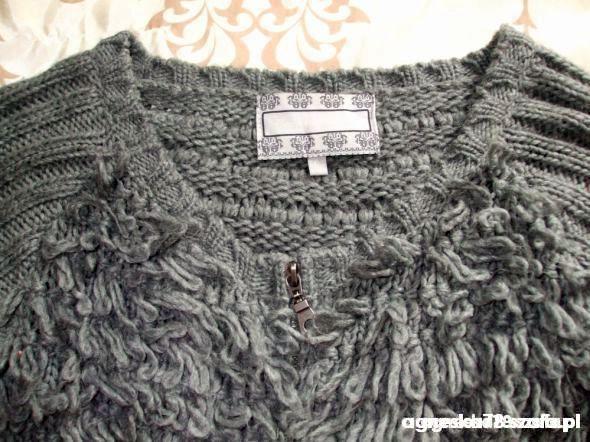 Swetry Oryginalny zasówany sweter bluza Bershka