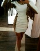 Stylowo Sukienka z frędzlami złoty łańcuszek