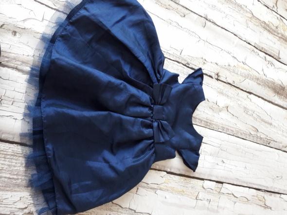 Granatowa sukieneczka z tiulem