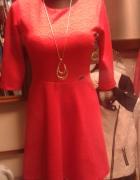 Kloszowana połyskująca sukienka