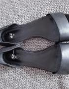 Czarne sandałki H&M...