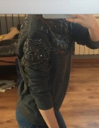 Szara bluza z kamieniami Bershka...