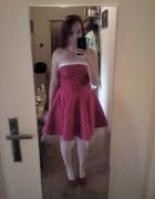 sukienka czerwona w kropki w stylu pin up