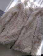 kremowy futrzak