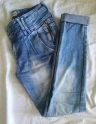 Bershka spodnie jeansy ćwieki...