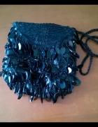 Czarna mała torebka wieczorowa satyna koraliki