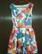 piankowa sukienka w kwiaty