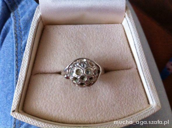 Pierścionki piękny pierścionek srebro z próbą cyrkonie