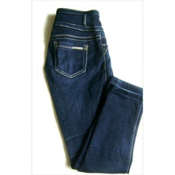 niebieskie spodnie jeansy z lekkim wysokim stanem