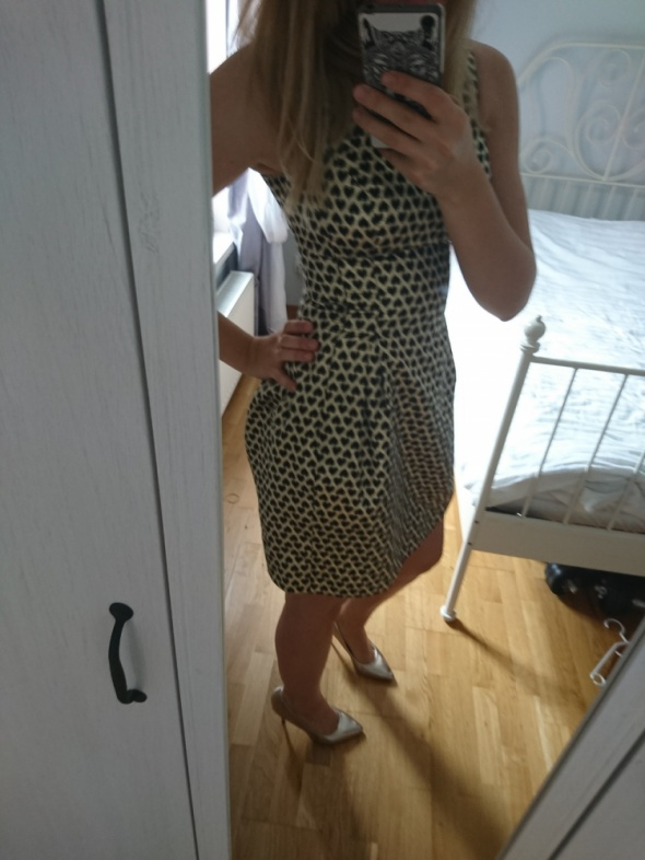 Suknie i sukienki złota sukienka w czarne serca od mohito