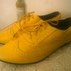 żółte oxfordy